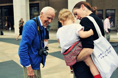 Bill Cunningham, left. (Photo: Jiyang Chen via Wikimedia Commons)